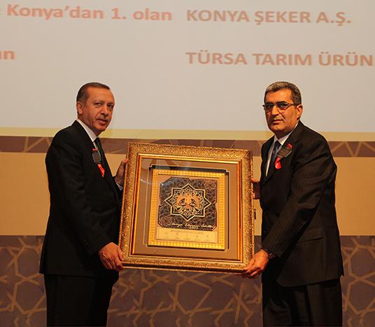 Pankobirlik Genel Başkanı Recep Konuk'a ödülleri, Başbakan Recep Tayyip Erdoğan verdi