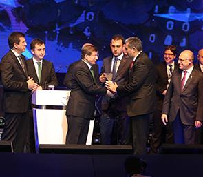 Torku Marka Şampiyonu Oldu, Pankobirlik Genel Başkanı Recep Konuk Ödülü Başbakan Davutoğlu'nun Elinden Aldı